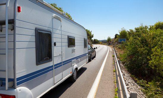 caravan in the road xs 548x330 - Mit dem Caravan auf Tour