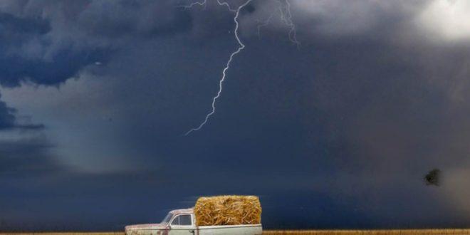 Blitz 660x330 - Was tun, wenn es blitzt? - Tipps zum Fahren bei Gewitter