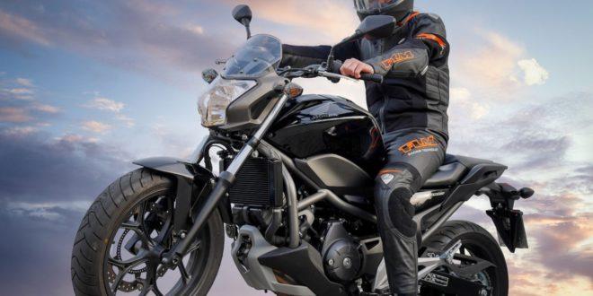 Motorradfahrer 660x330 - Motorradausrüstung – was genau ist Pflicht ?
